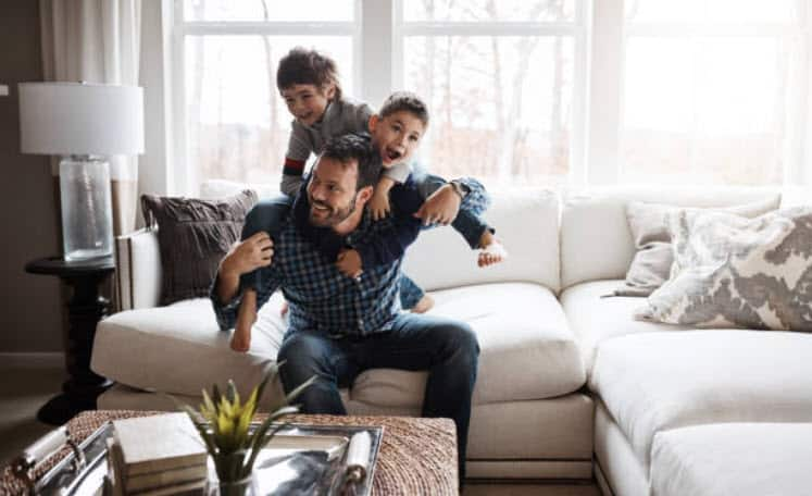 image of father with children with no life insurance